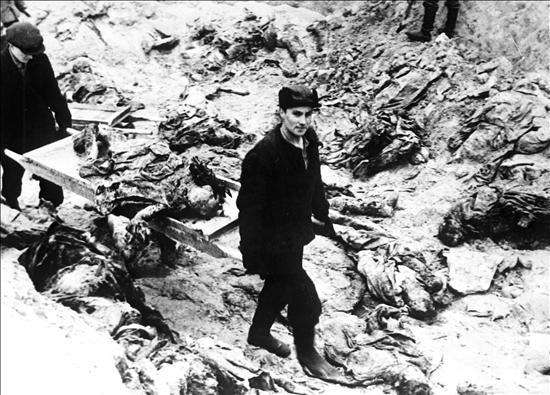 Rusia difunde documentos secretos sobre la matanza de Katyn