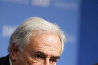 Strauss-Kahn subraya que la crisis de Grecia se agrava cada día