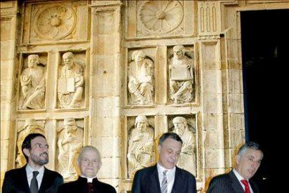 Obras de catedral, Chillida y Picasso se reúnen en una muestra en Compostela