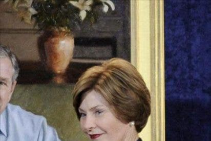 Intriga internacional, frivolidad y emociones en las memorias de Laura Bush