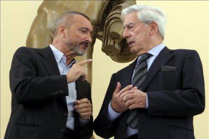 """Vargas Llosa y Pérez Reverte, dos """"intrusos"""" en el mundo infantil"""