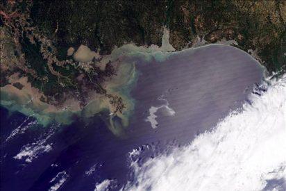 El petróleo vertido en el Golfo de México amenaza las costas de Luisiana, en EEUU