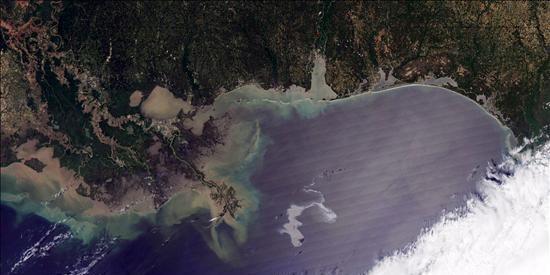 El petróleo vertido en Golfo de México amenaza las costas de Luisiana, en EEUU