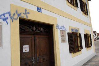 Pintadas obscenas en la casa natal de Benedicto XVI