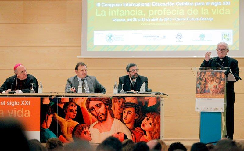 """Cañizares insta a la escuela católica a ser """"revolucionaria y libre"""""""