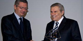 Gallardón entrega el premio Carabela de Plata al alcalde de Lima por el Circuito Mágico del Agua