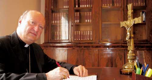 Ravasi visita la Universidad Católica de Valencia