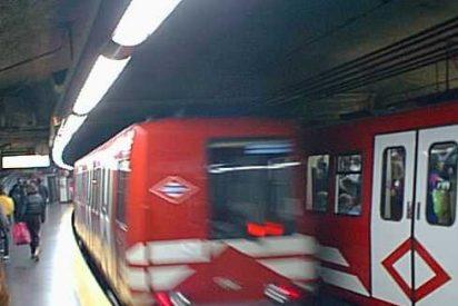 """Un """"antifascista"""" da una salvaje paliza a un joven en el Metro"""