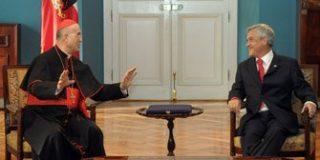 Bertone cree posible visita del Papa a Chile a partir de 2012