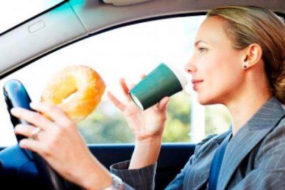 Los 10 alimentos que tienen más peligro cuando vas al volante del coche