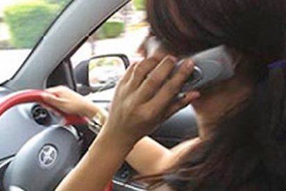 Si no eres uno de esos raros genios de la 'multitarea', abstente de hablar por el móvil mientras conduces