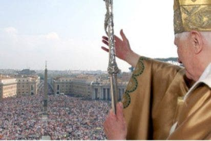 El Papa celebra el quinto aniversario de su Pontificado con una comida con los cardenales de la Curia
