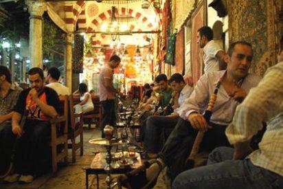 Siria, el primer país árabe que prohíbe fumar en público