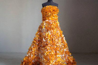Crean un vestido con envoltorios de M&M's
