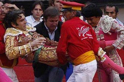 José Tomás, empitonado grave en la plaza mexicana de Aguascalientes, pero no se teme por su vida