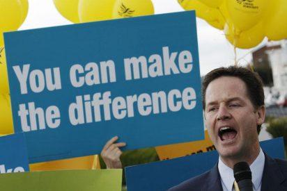 Clegg aspira a romper el rígido bipartidismo británico y garantizar por fin la reforma electoral