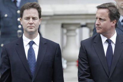 Conservadores y liberaldemócratas se reúnen para negociar un acuerdo