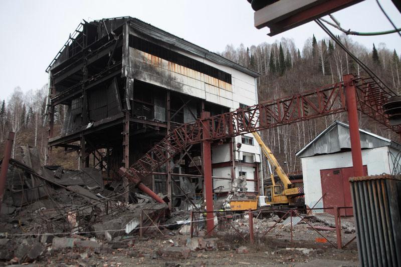 Elevan a 43 los muertos por el accidente de la mina en Siberia