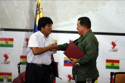Morales y Chávez firman quince acuerdos de cooperación