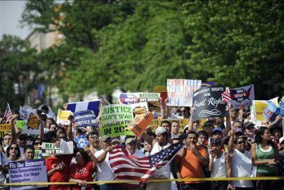 Los latinos salen a la calle a exigir a Obama el pago por su apoyo electoral