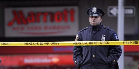 Policía sospecha que el vehículo incendiado en Times Square es un coche bomba