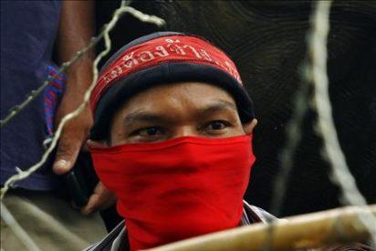 El primer ministro tailandés ordena desalojar a los manifestantes de un área de Bangkok