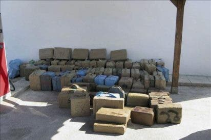 Tres detenidos y dos toneladas de hachís intervenidas en Estepona (Málaga)