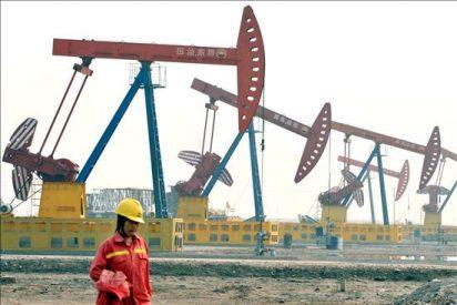 El crudo de Texas baja el 4 por ciento y cierra a 82,74 dólares por barril