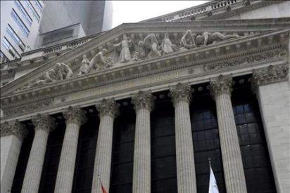 El Dow Jones baja un 2,02 por ciento y cierra por debajo de los 11.000 puntos