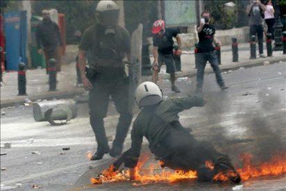 El Parlamento griego debate el plan de austeridad en medio de más protestas