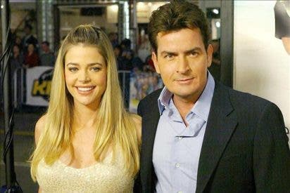 Charlie Sheen cede la custodia de sus dos hijas a Denise Richards