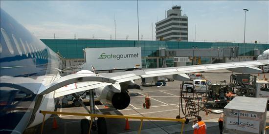 Allanan oficinas de Aerolíneas Argentinas