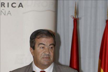 Cascos vuelve a un acto del PP con una intervención sobre infraestructuras