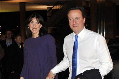 """Los """"tories"""" se acercan a la mayoría simple en Reino Unido con la mitad de los votos escrutados"""