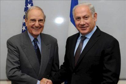 El enviado de EEUU para Oriente Medio prosigue sus esfuerzos de mediación con Peres y Abás