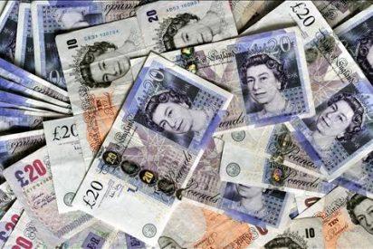 La libra cae a su nivel más bajo en más de un año por la incertidumbre política