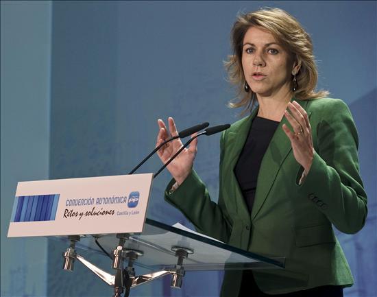 """Cospedal advierte de que en España """"suena"""" la situación económica de Grecia"""