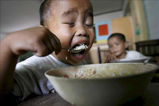 Perú reduce la tasa de desnutrición infantil, pero el índice es alto en el campo
