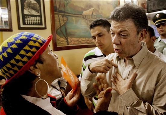 Los cambios en la campaña de Santos calientan la contienda electoral colombiana