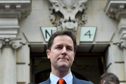 """Clegg valorará la oferta de los conservadores """"con espíritu constructivo"""""""