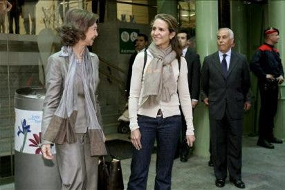 La Reina y la Infanta Elena visitan al Rey, que continúa recuperándose bien