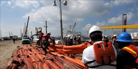 BP reanuda la inyección de químicos para disolver el crudo en las aguas del Golfo de México