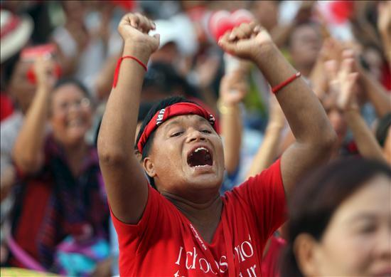 El viceprimer ministro comparece ante la Policía a petición de los camisas rojas