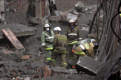 Ascienden a 43 los muertos en mina Siberia, mientras 47 siguen desaparecidos