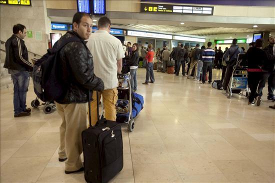 Los aeropuertos de Tenerife y La Palma cancelan 90 operaciones por el cierre