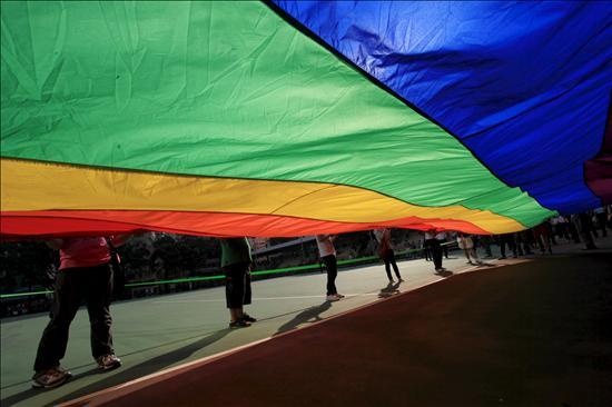 Los jóvenes homosexuales rechazados por su familia, más inclinados al suicidio