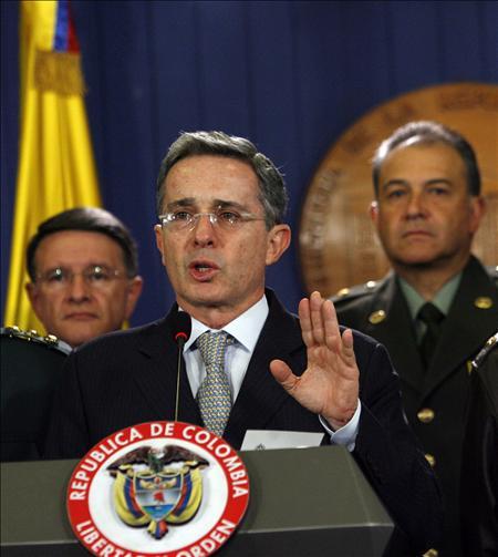 Uribe reitera que nunca ordenó a la central de inteligencia hacer espionaje