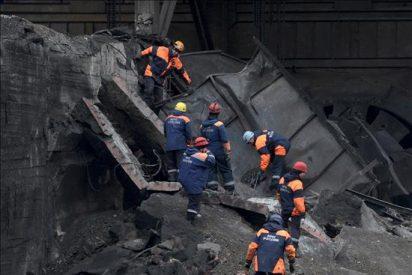 Ascienden a 60 los muertos por una explosión el domingo en una mina siberiana
