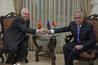 """Moratinos pide a israelíes y palestinos """"mejorar y acelerar la negociación"""""""