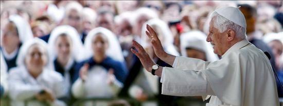El Papa dice en Fátima que la humanidad está herida y la fe puede apagarse